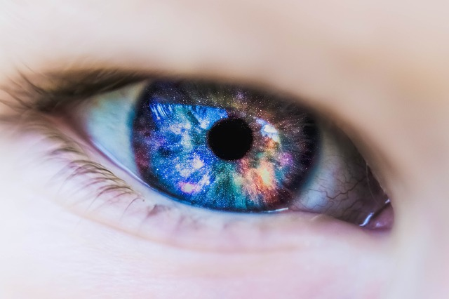 Best and Easy Beauty Tips for Contact Lens Users