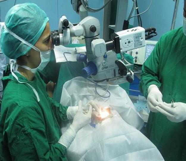 Dr. Vandana Jain Performing Surgery
